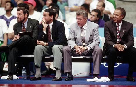 A comissão técnica do Dream Team de 1992 era formada por P.J. Carlesimo, Mike Krzyzewski, Chuck Daly e Lenny Wilkens.