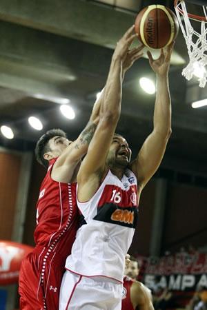 Olivinha teve papel fundamental na vitória do Flamengo contra o Pinheiros. (Crédito: FIBA Americas)