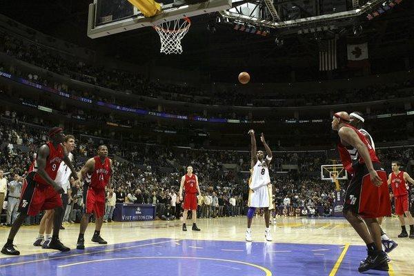 O 81º e último ponto marcado por Kobe Bryant na partida histórica contra o Toronto veio de um lance livre no fim do 4º quarto.