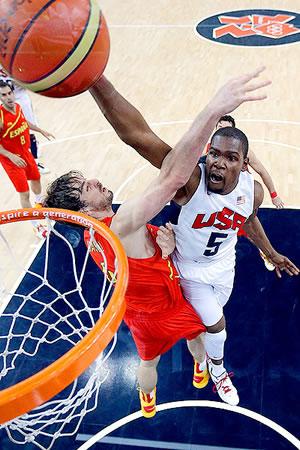 Kevin Durant teve muito trabalho para levar os EUA à vitória na decisão da medalha de ouro contra a Espanha. (Crédito: AP)