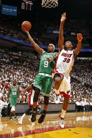 Apesar de sua ajuda nas assistências, Rajon Rondo é decisivo quando exigido pelos Celtics
